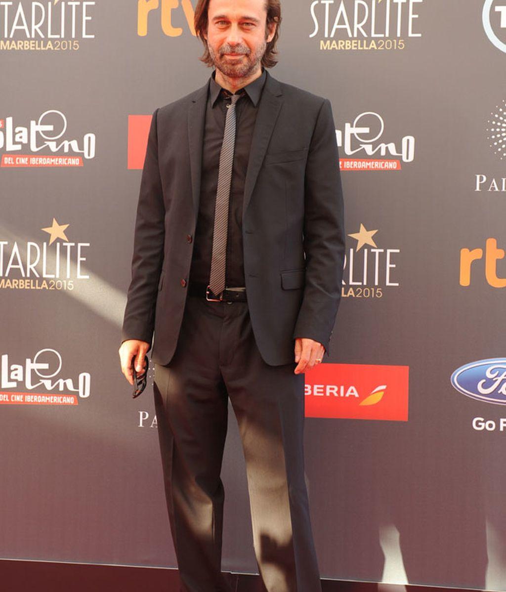 Jordi Molla lució un 'look' total black