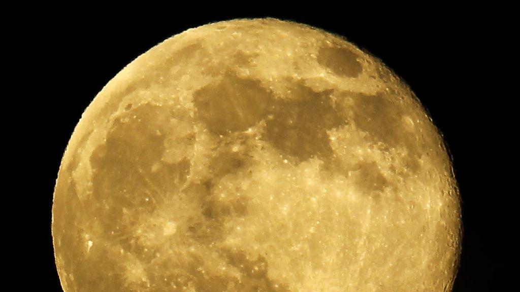 La luna tiene forma de limón