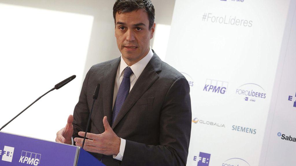 """Pedro Sánchez pide a Rajoy que salga de Moncloa para """"pisar el barro"""""""