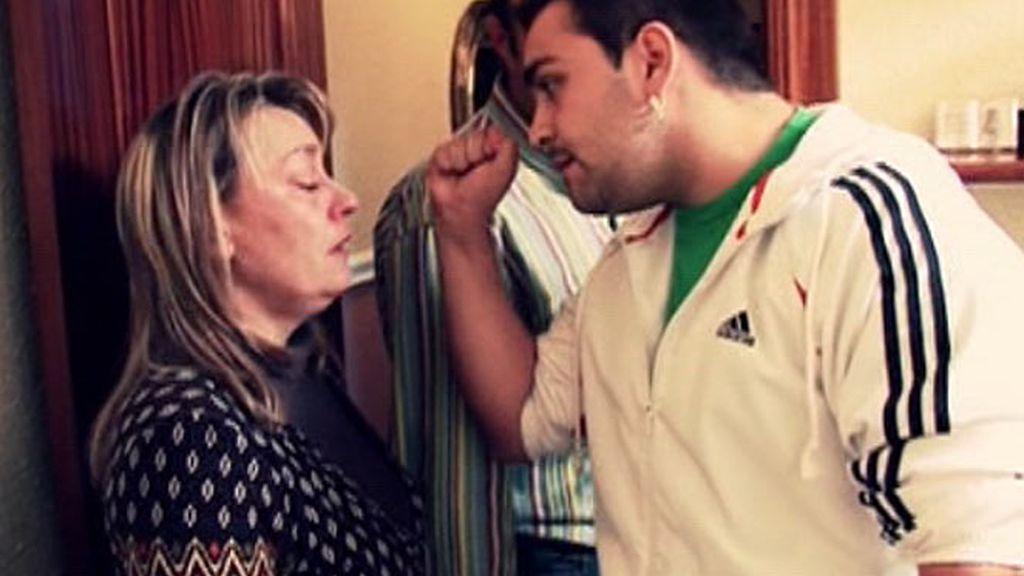 Javier amenaza a su madre