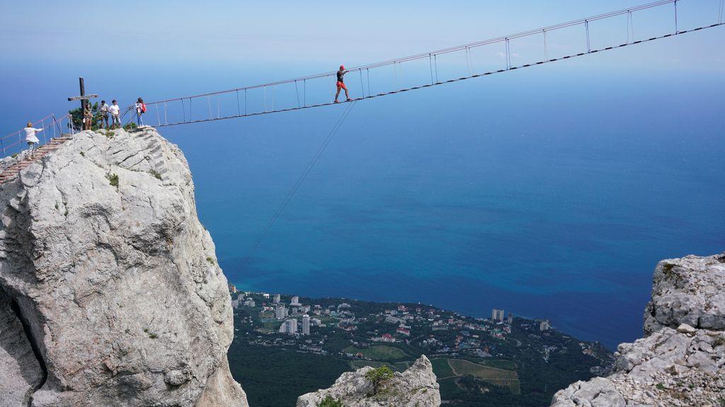 Puente de cuerda en Yalta, Crimea