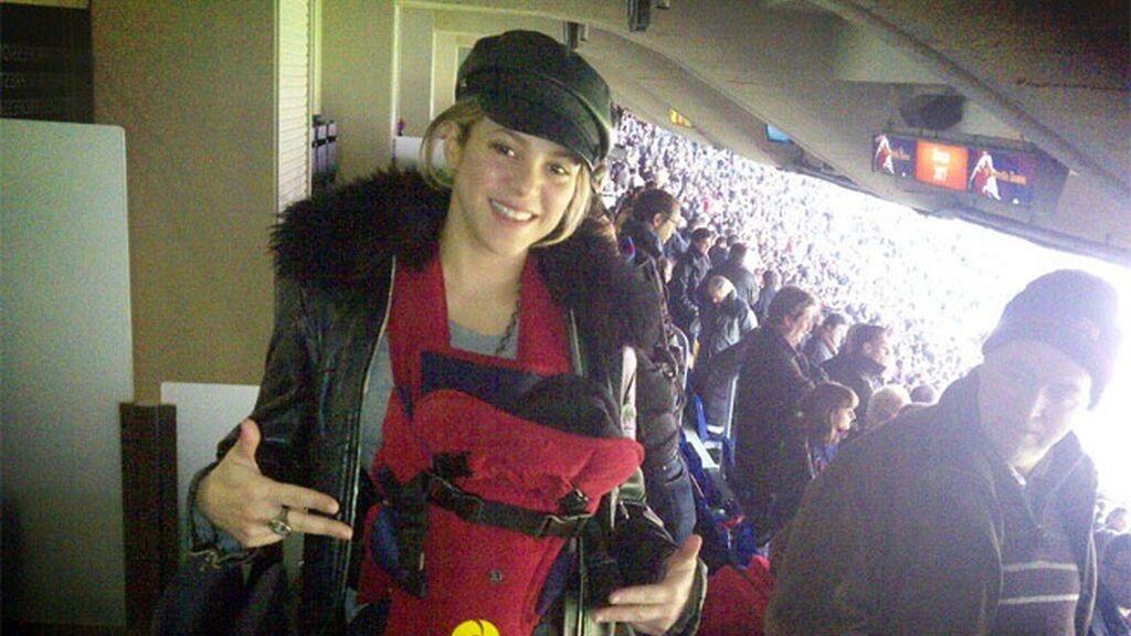 Milan Piqué acude al Camp Nou para animar a su padre