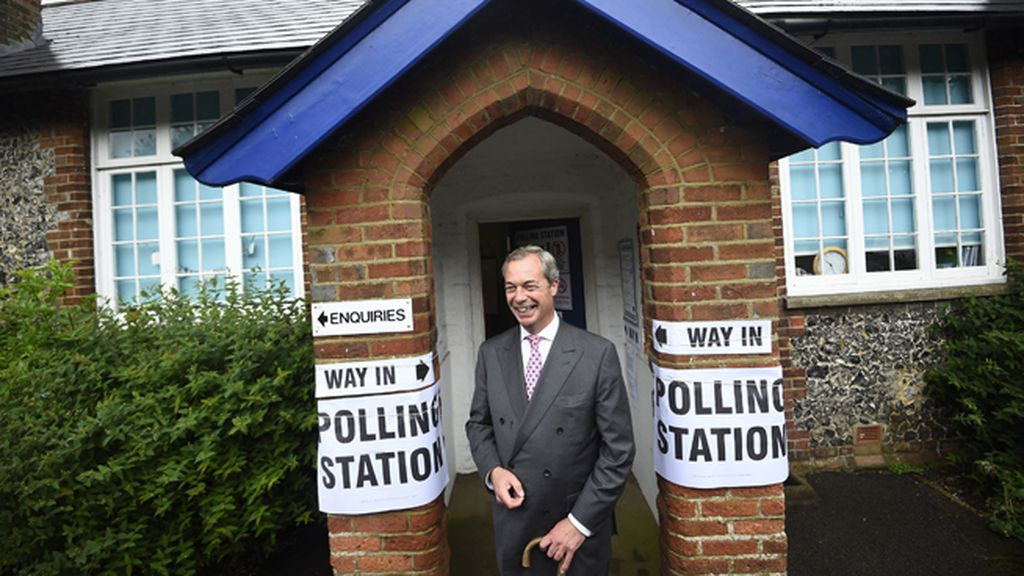 Nigel Farage, líder del UKIP tras votar en el referéndum
