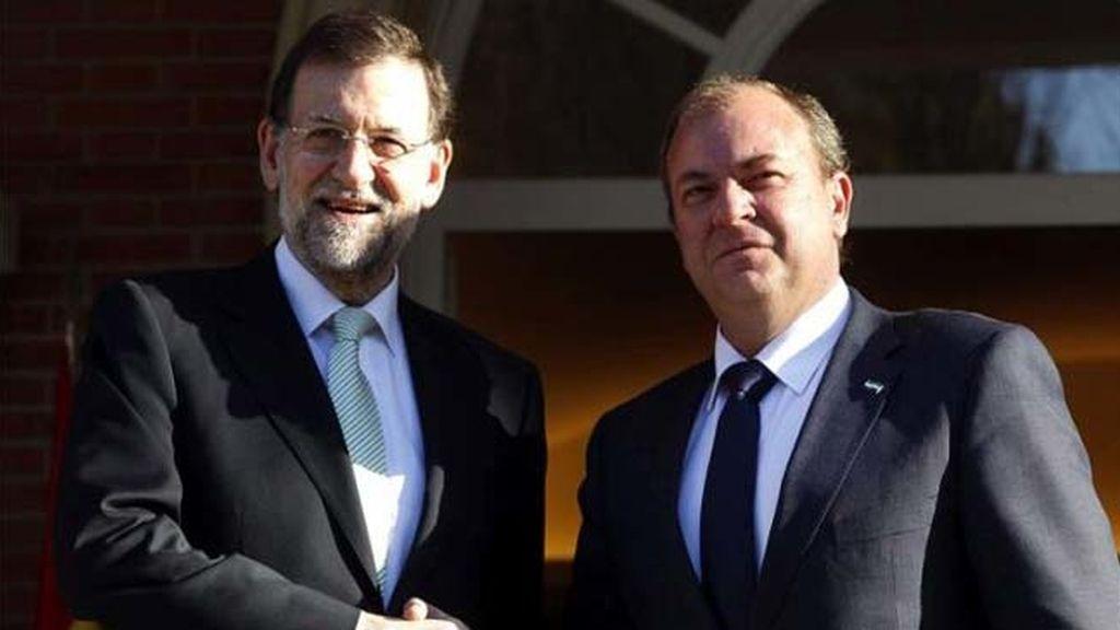Rajoy recibe a Monago en La Moncloa para hablar de empleo
