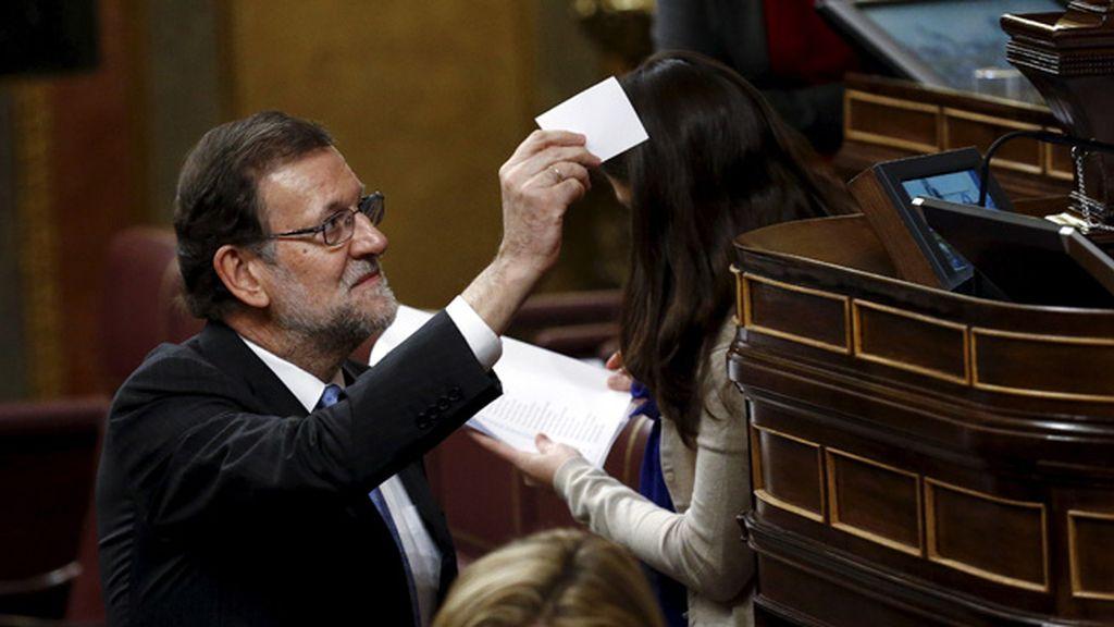 Rajoy vota al presidente del Congreso