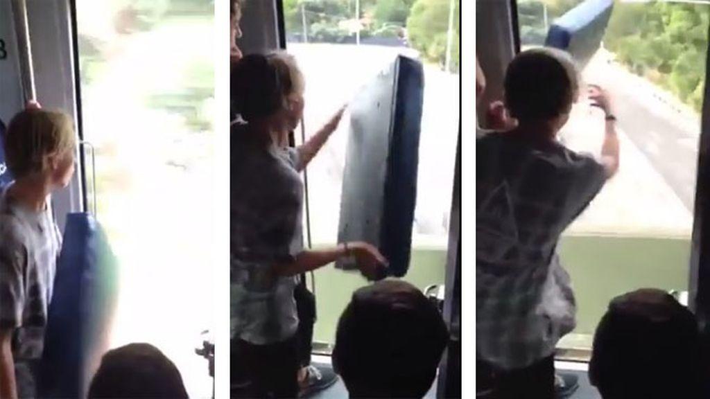 Una mujer lleva a su hijo a la comisaria tras ver una acción imprudente