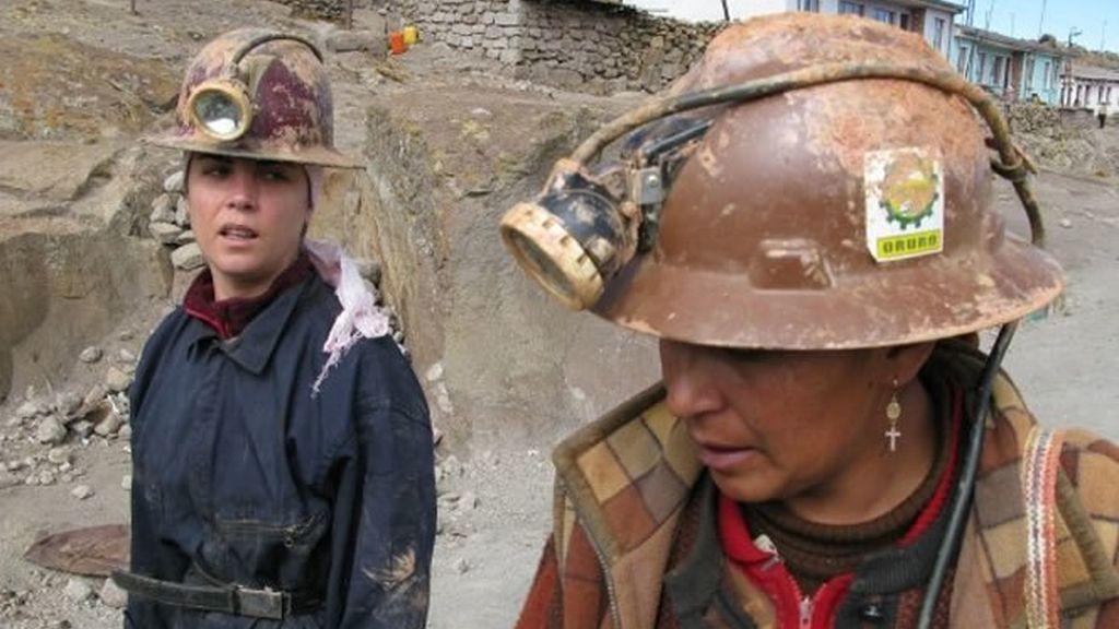 Samanta Villar vestida y lista para entrar en la mina