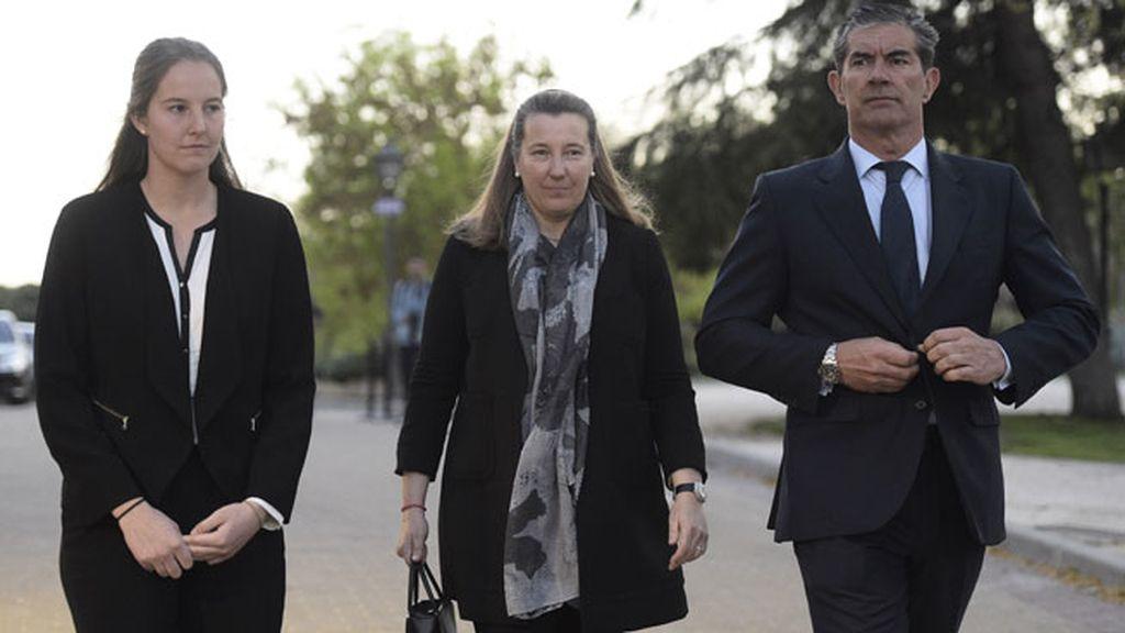 Cristina de Borbón dos Sicilias, junto con su marido Pedro López y su hija Victoria