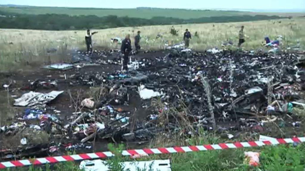 Los cuerpos del MH17 comienzan a descomponerse ante la falta de acuerdo
