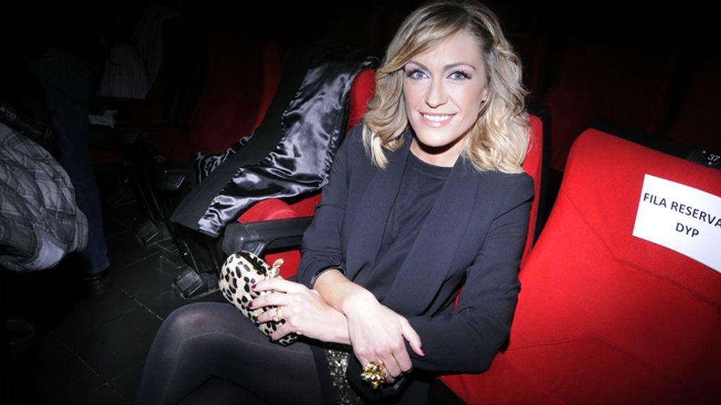 Luján Argüelles acudió vestida de Poete y Dior, todo ello conjuntado con un bolso que adquirió en el rastrillo de Nuevo Futuro