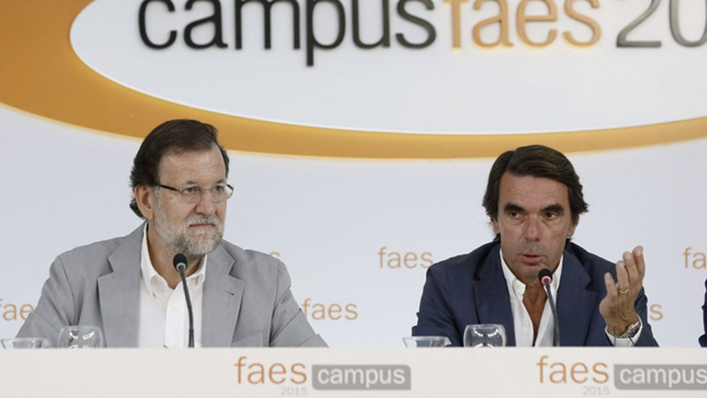 Mariano Rajoy junto a José María Aznar en el Campus FAES