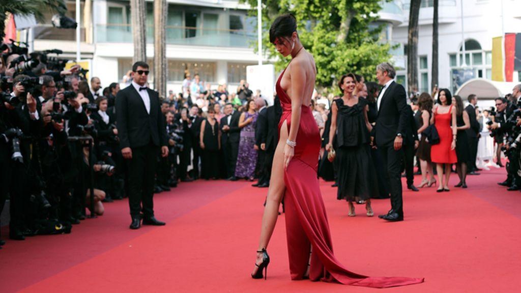 Bella Hadid deja boquiabiertos a los asistentes