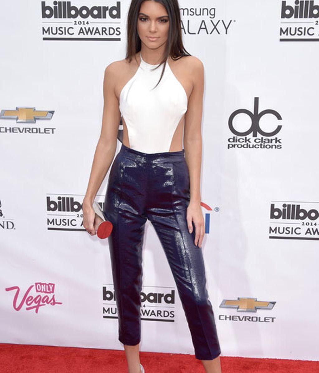 Kendall Jener (hermana de las Kardashian) vestida de Olcay Gulsen