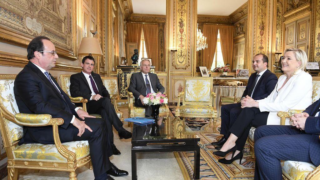 Hollande y Valls se reúnen con Marine Le Pen