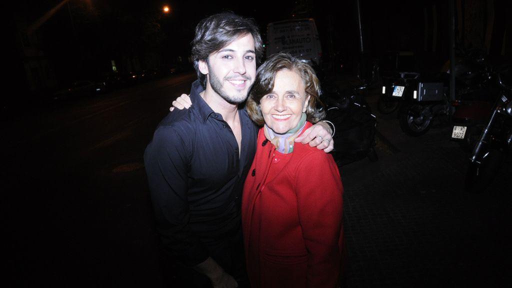 Gabriel Llano y la madre de Diego Osorio, Gloria Nicolás-Correa