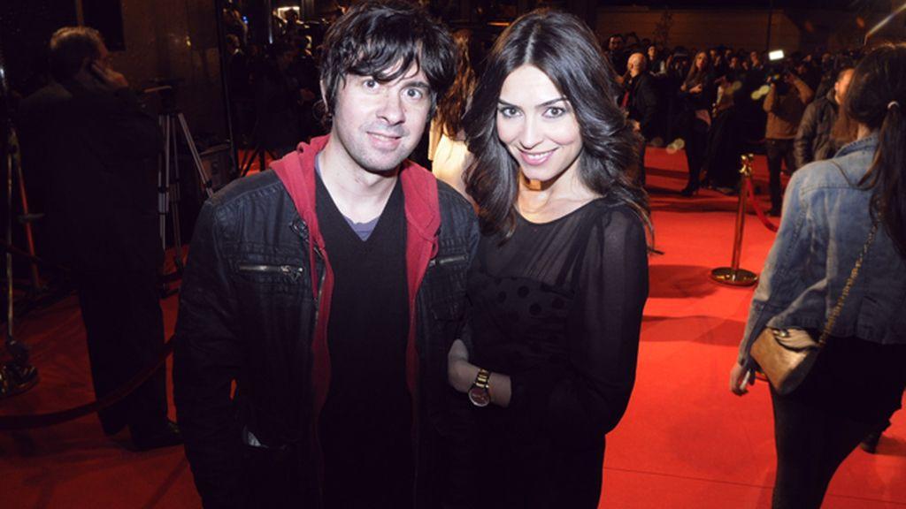 El director Eduardo Chapero Jackson junto a Marta Fernández, con vestido de Maje