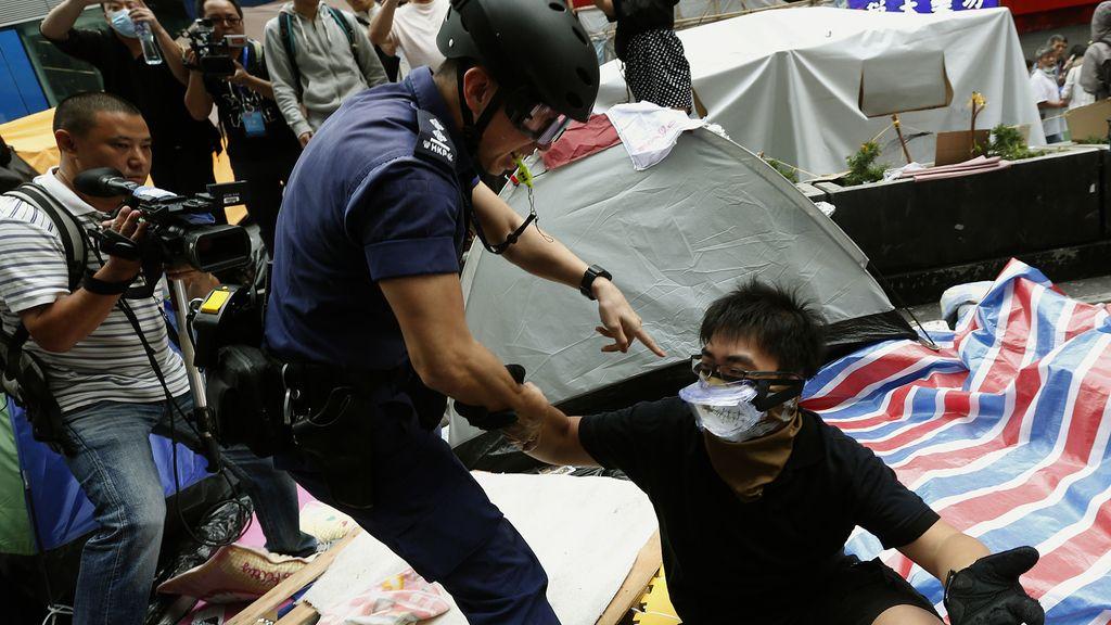 116 detenidos en Hong Kong durante el desalojo de Mong Kok