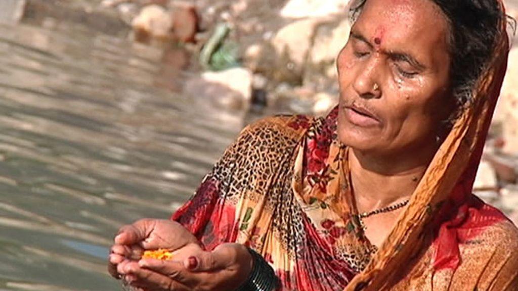 Las aguas del río Ganjes se convierten en elixir de la inmortalidad