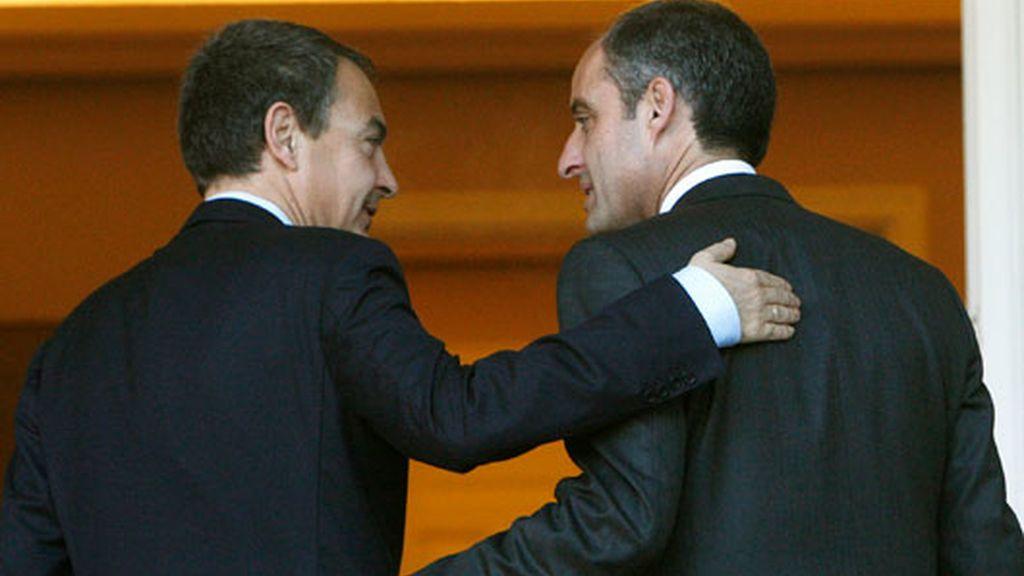 Zapatero recibe a Camps en La Moncloa