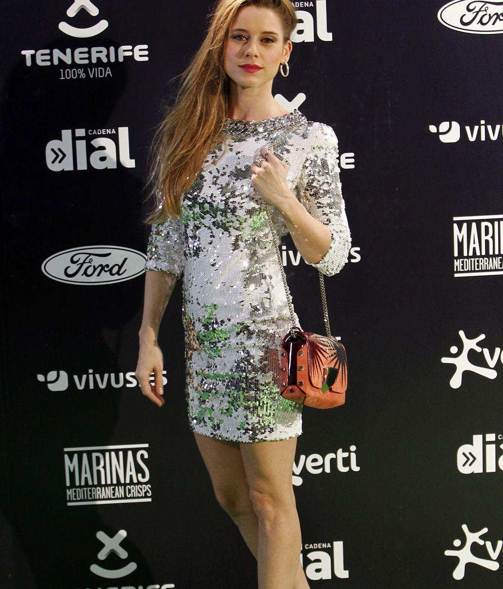 Manuela Vellés, que también canta, de corto y mucho brillo