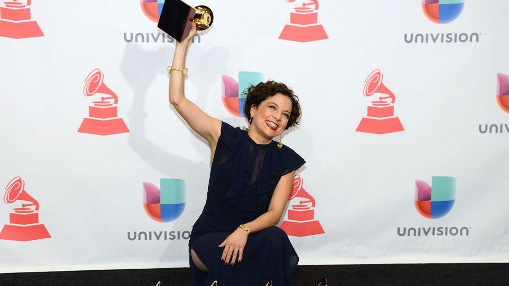 Natalia Lafourcade triunfa en los Grammy Latino