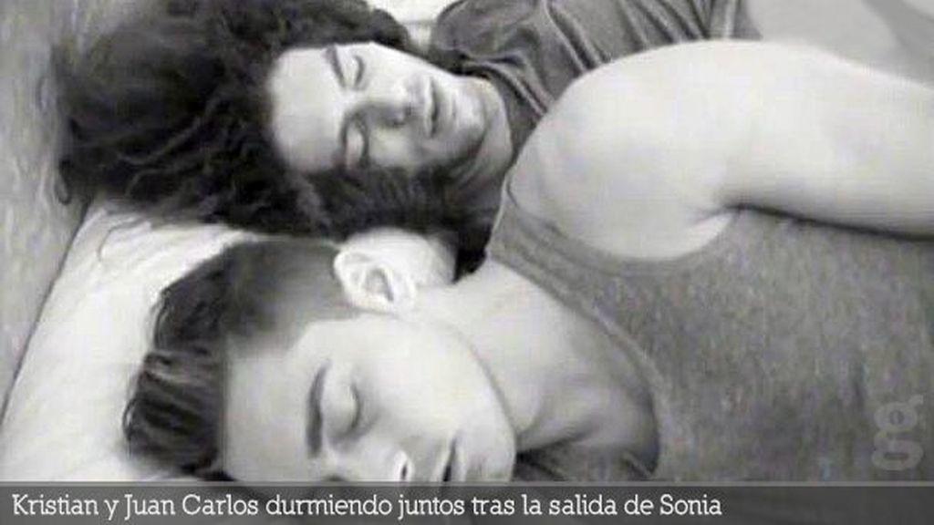 Kristian y Juan Carlos durmiendo juntos tras la salida de Sonia