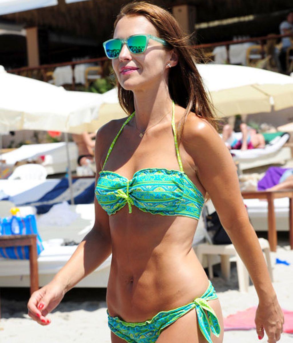 Paula, ya trae bronceado de sus días de piscina en Madrid