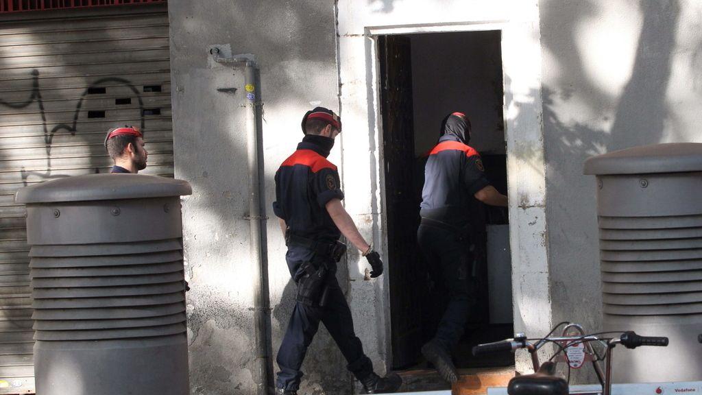 Una treintena de resgistros en una operación antidroga en el centro histórico de Barcelona