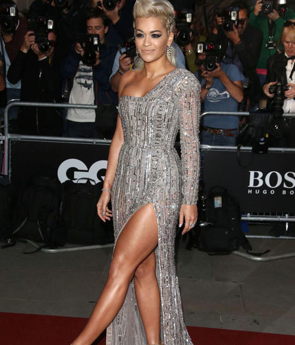 Rita Ora con vestido plateado de Zuhair Murad Couture