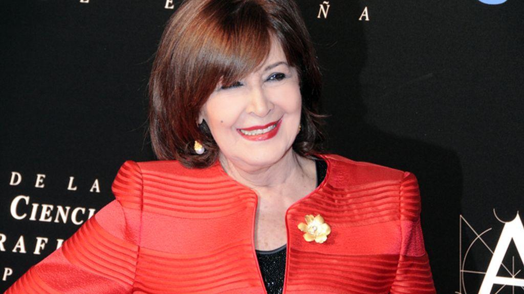 Concha Velasco se vistió de rojo pasión para recoger su más que merecido Goya de honor... ¡por fin!