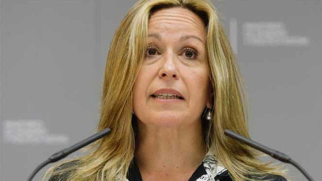 La ministra de Sanidad, Trinidad Jiménez, durante una conferencia para explicar la influencia del virus AH1N1, en Madrid