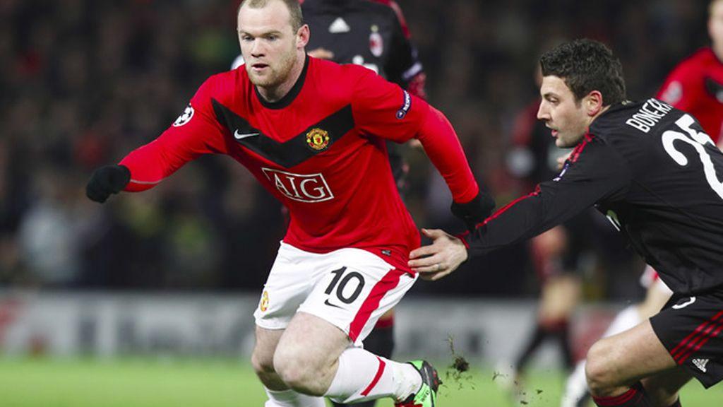 Rooney marcó dos tantos al Milán en la vuelta