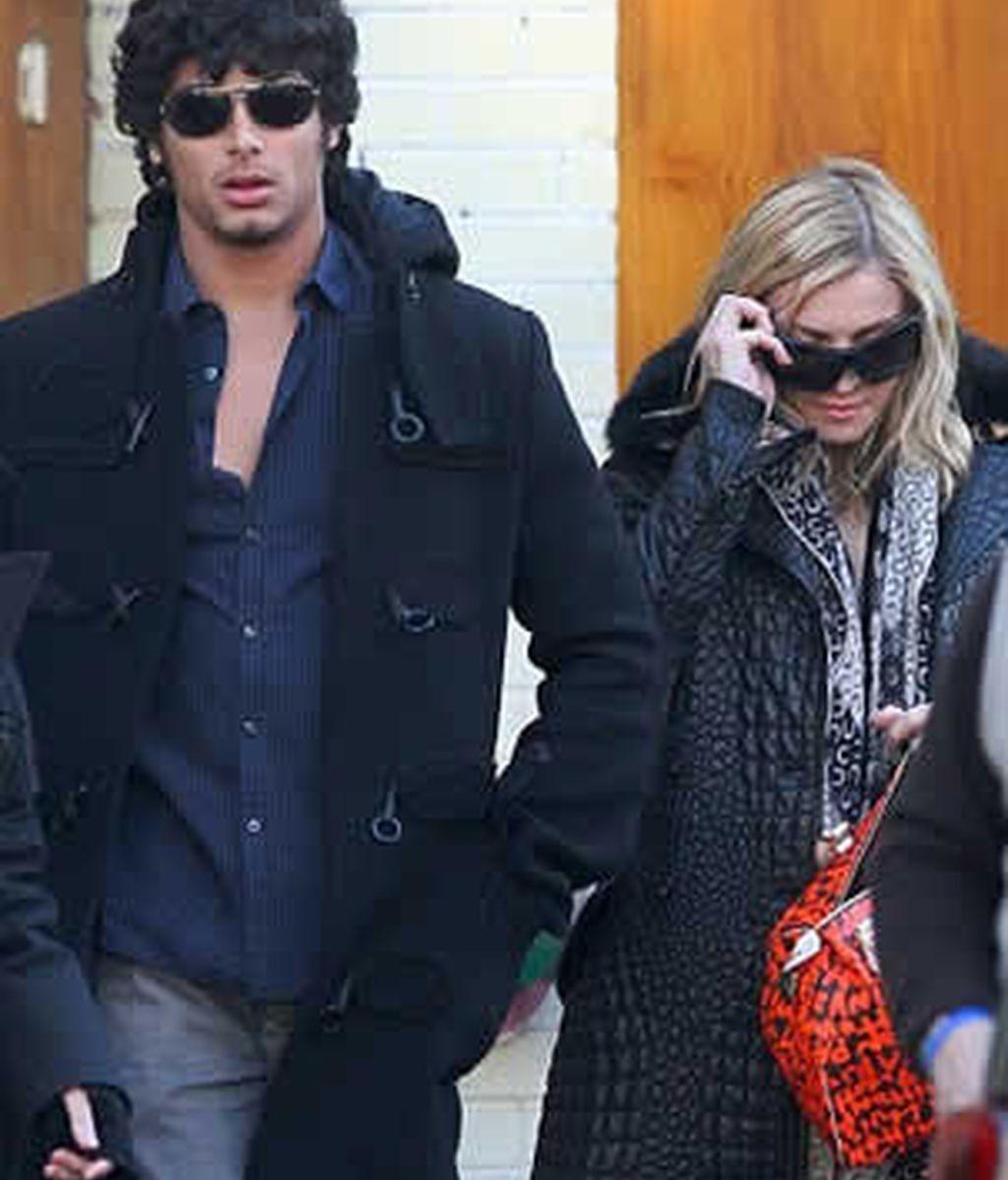 Madonna pasea por Nueva York con el modelo, Jesus Luz. Foto: dailymail.co.uk