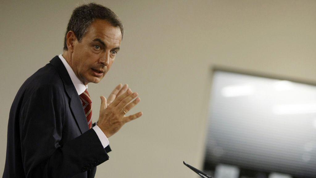Zapatero durante la rueda de prensa