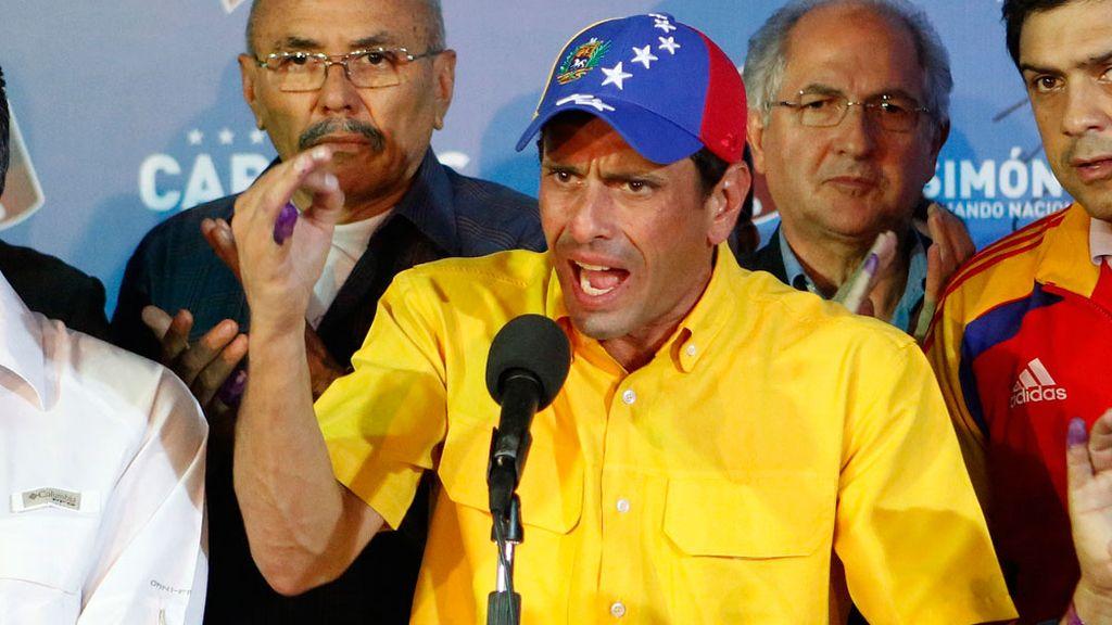 Henrique Capriles tras su discuros después de conocer los resultados electorales