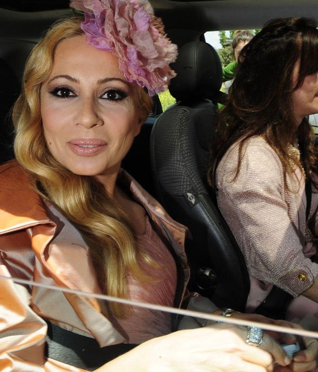 Marta Sánchez, con look propio