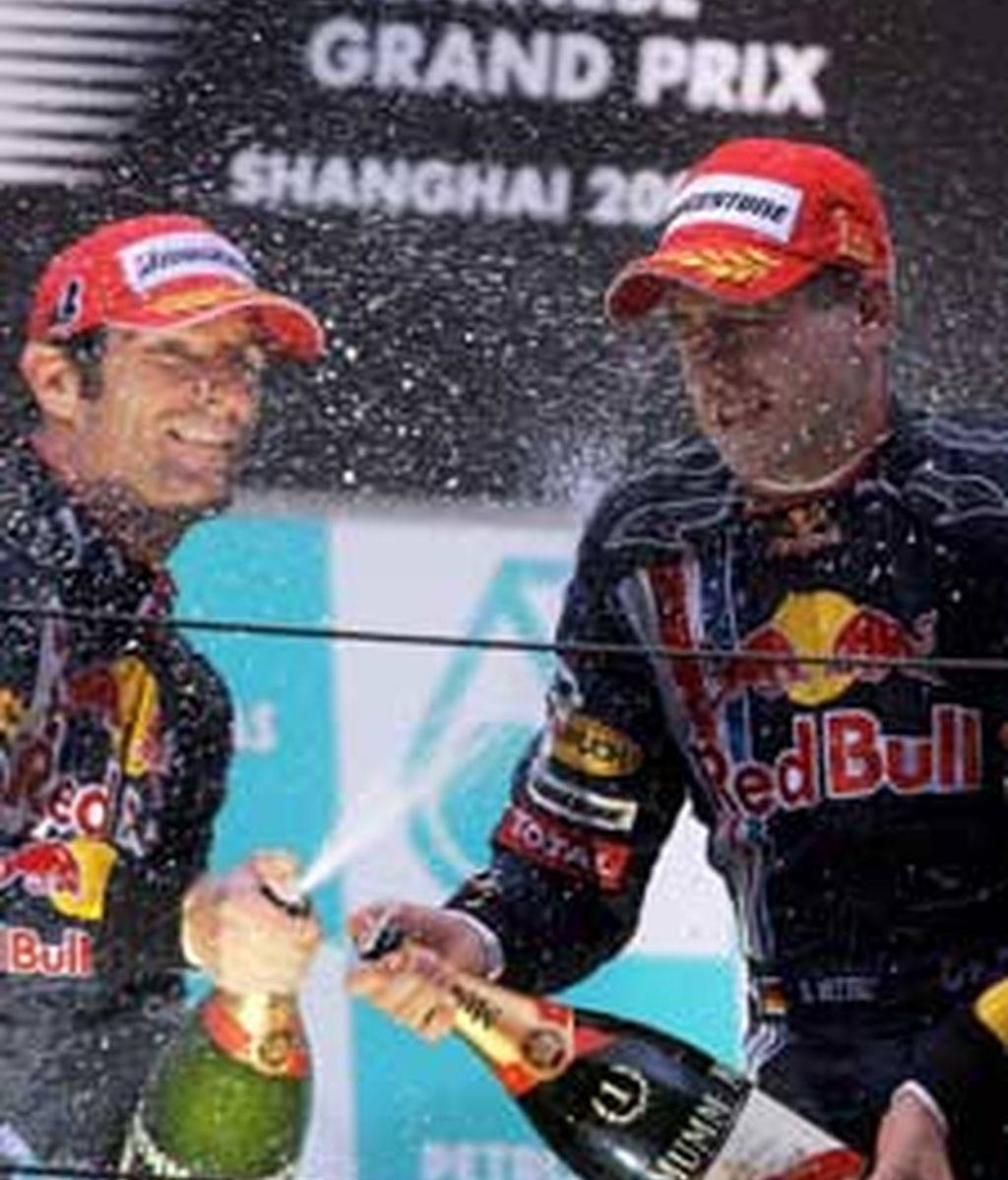 Vettel, primero, y Webber, segundo, celebrando el doblete de Red Bull. Foto: Efe