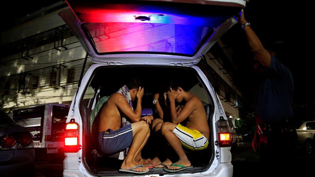 Operación policial en Filipinas contra el alcohol en las calles