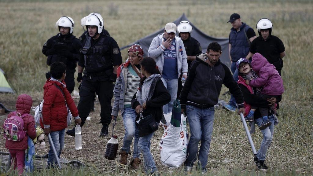 La policía desaloja el campamento de refugiados de Idomeni