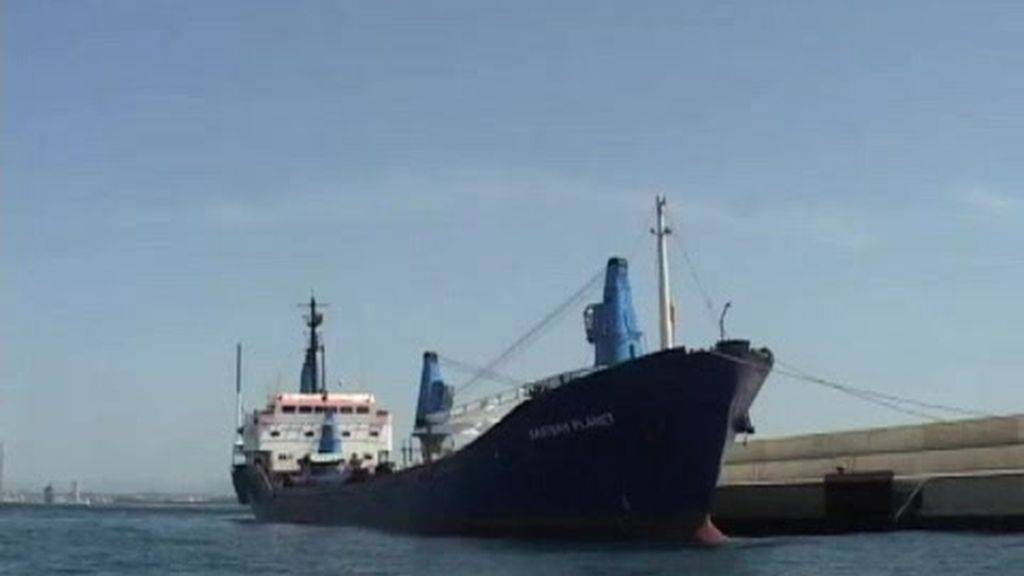 Carguero y tripulantes abandonados a su suerte