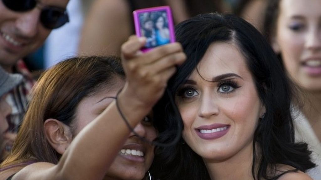 Katy Perry y sus curvas en technicolor