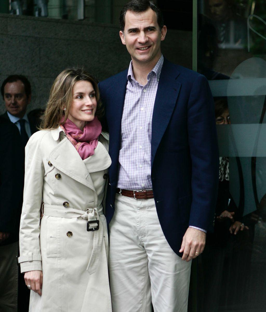 Los príncipes de Asturias visitan al rey en Barcelona