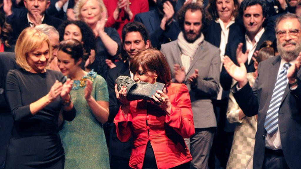 Concha Velasco no ocultó su emoción al recoger el Goya de honor