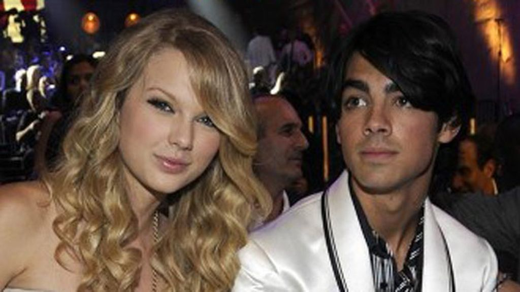Joe Jonas ridiculiza a su exnovia Taylor Swift
