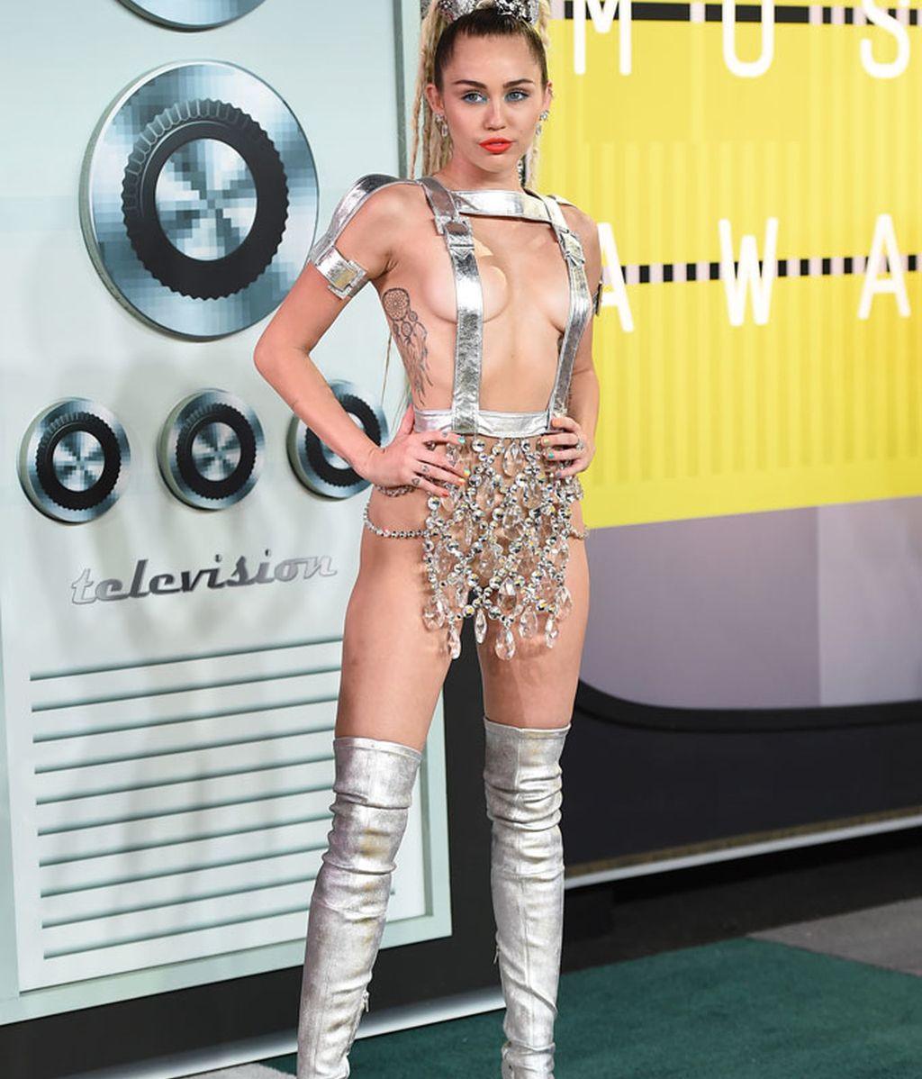 Miley Cyrus de Versace en los premios MTV