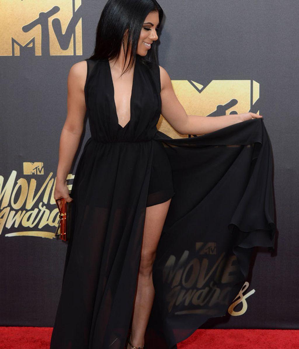 Chrissie Fit de negro largo con aberturas