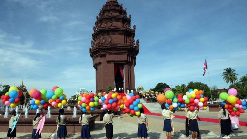 Camboya, 56 años independiente