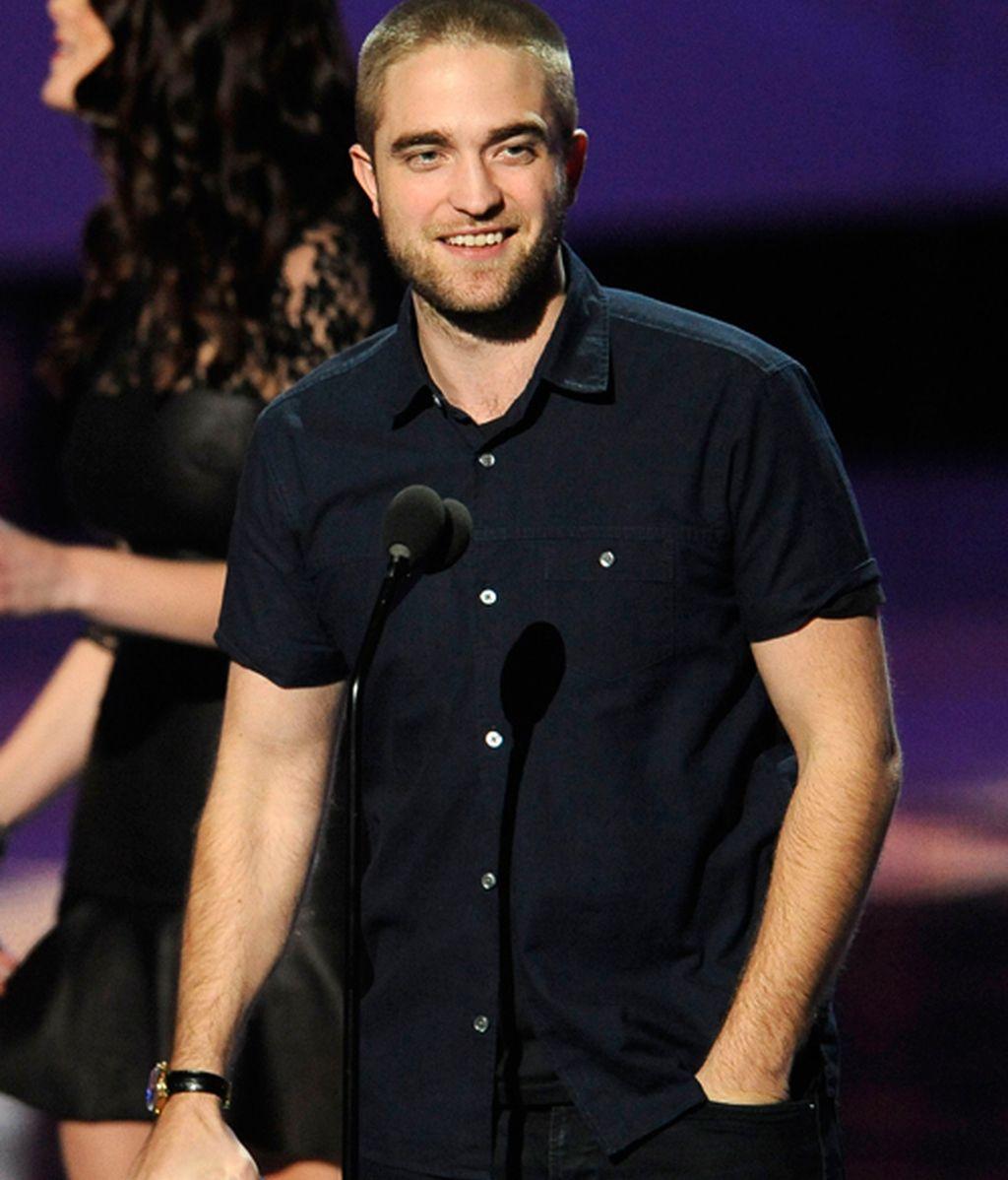 El nuevo look rapado de Robert Pattinson y otros guapos de los PCA