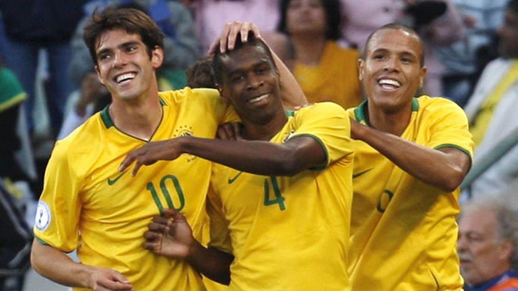 Brasil gana a Egipto 'in extremis' y gracias a Kaká