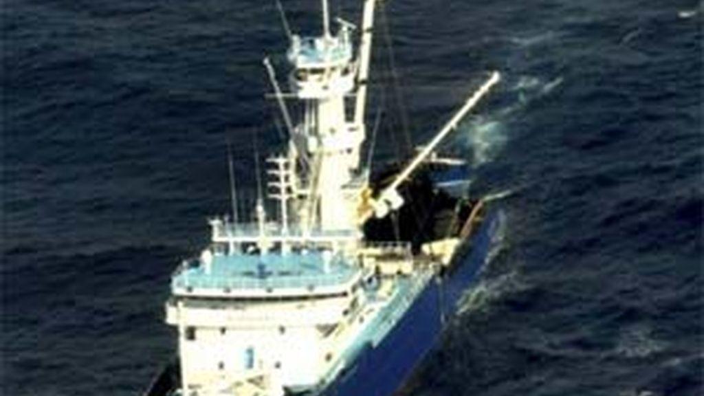 Imagen del Alakrana, el atunero vasco que lleva 38 días secuestrado por piratas somalíes.